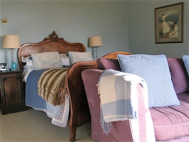Blue bedroom - luxury bed and breakfast