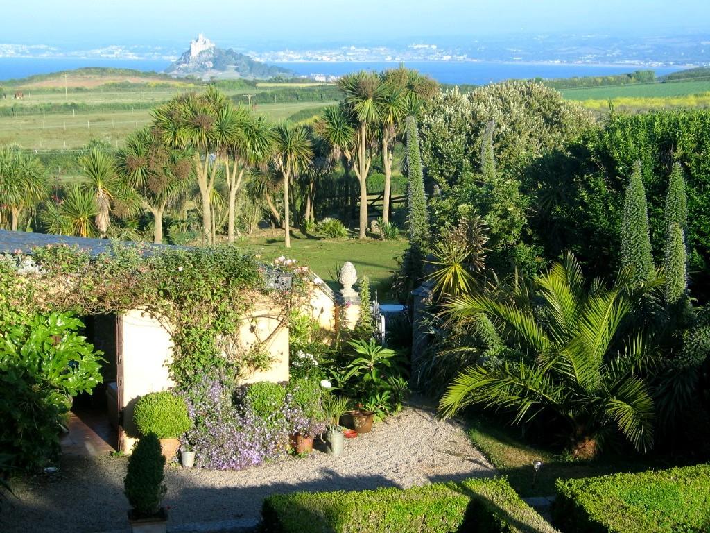 View ver Ednovean Farm garden to Penzance
