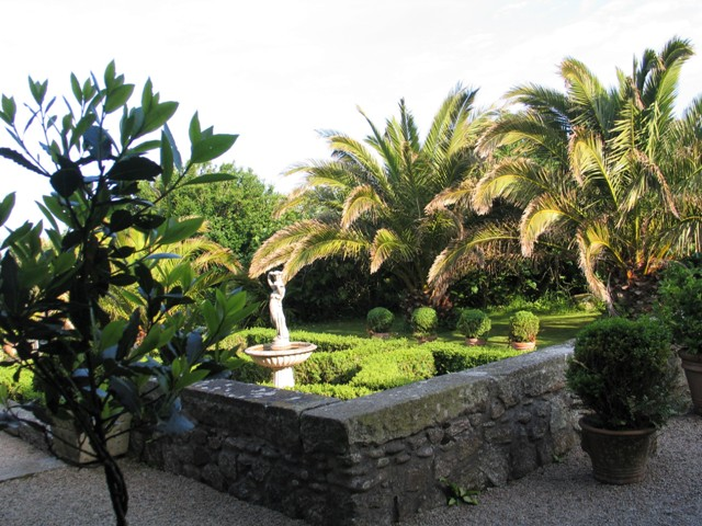 sunken parterre and fountain flanked by Date Palms