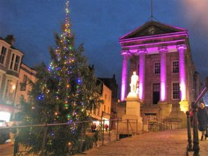 Spectacular flamboyant Christmas lights - Penzance